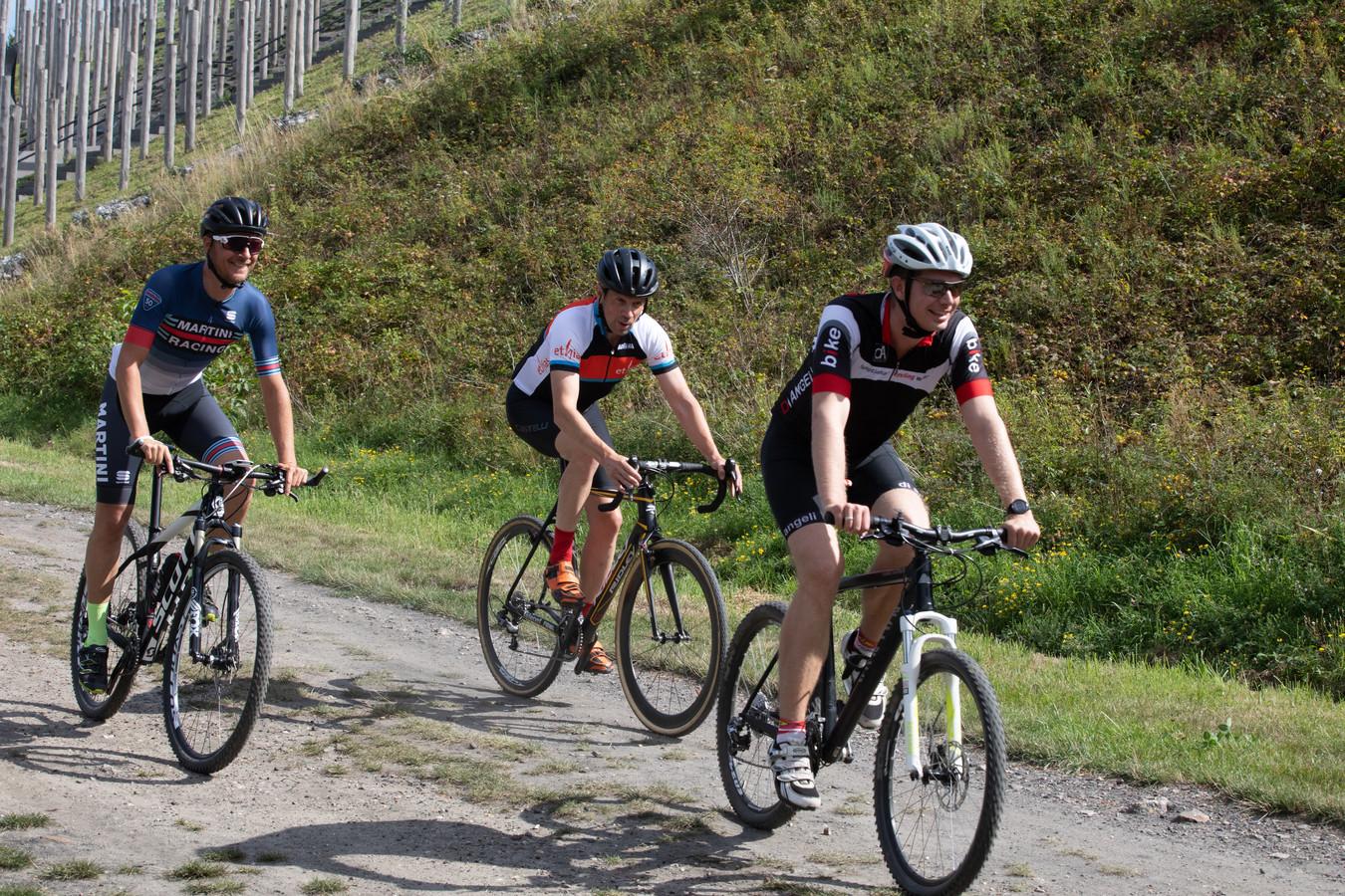 Voorstelling Ethias Cross in Beringen, met een sportieve burgemeester Thomas Vints (rechts)