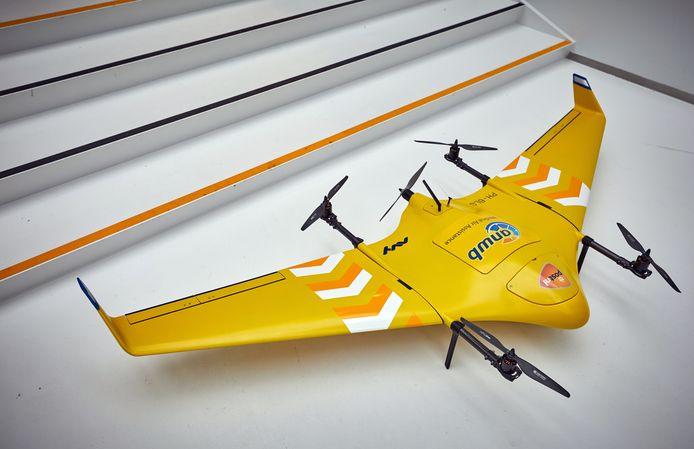 De medische drone kan 70 kilometer per uur vliegen. De accu heeft genoeg power om één uur te vliegen.