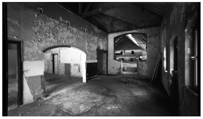 Een pinholefoto van de turnhal in Ellecom.
