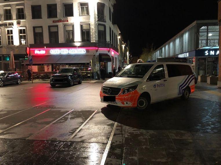 De politie viel het café iets voor 22 uur binnen.