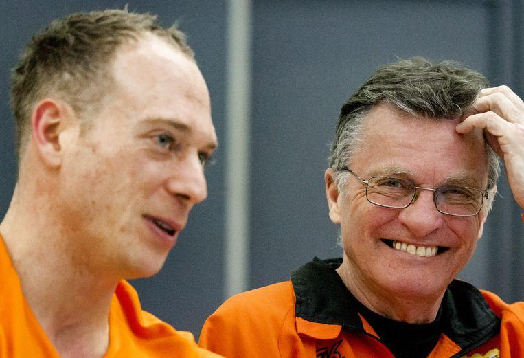 Bondscoach Mitch Fenner (R) in gesprek met Yuri van Gelder (L) Beeld anp