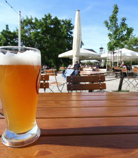 Hoezo 'lekker op terras', als anderen jouw glas leeg kijken?