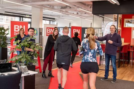 De deelnemers aan de Urban Trail Breda liepen onder meer door de redactie van BN DeStem aan de Markendaalseweg.