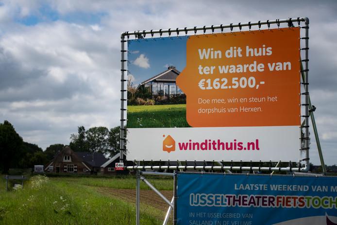 De veelbesproken loterij met een vakantiehuis of Ferrari als hoofdprijs in Herxen voor de opknapbeurt van het dorpshuis in het plaatsje gaat niet door. Er blijkt te weinig animo.
