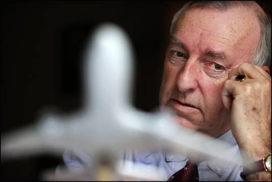 Luchtmachtdeskundige Harry Horlings boog zich over de rapporten.