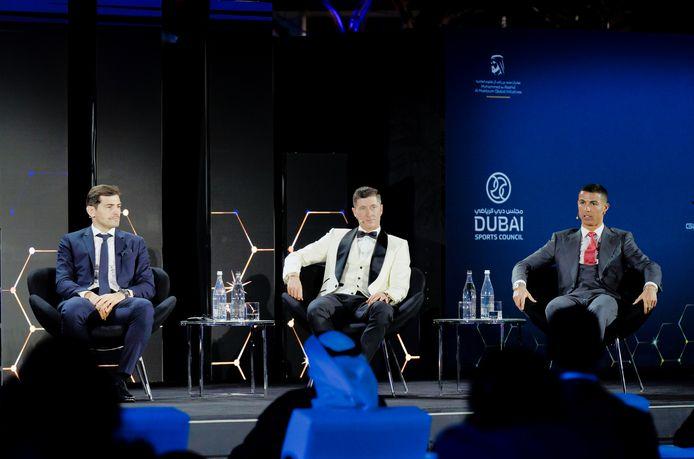 Ronaldo met Casillas en Lewandowski, die verkozen werd tot 'Speler van het Jaar'.