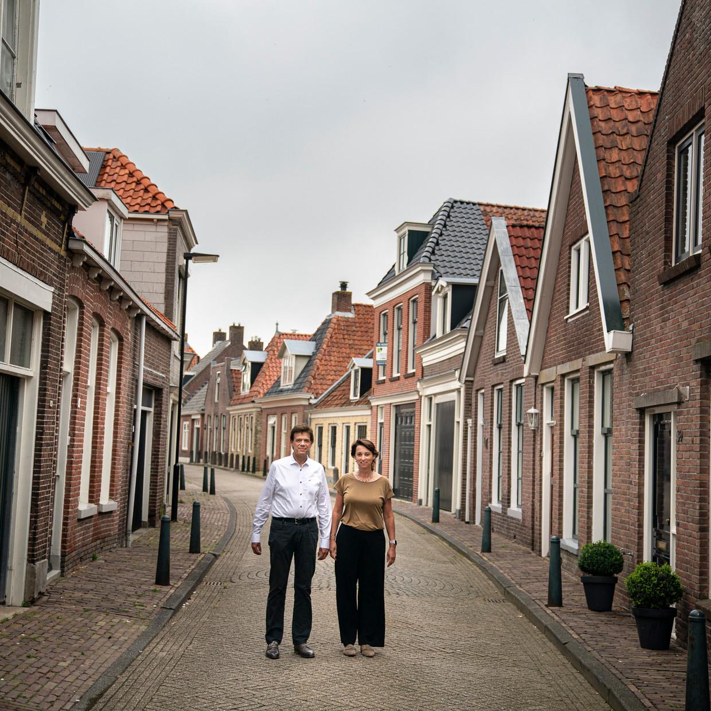 Nabestaanden Loes en Robbert van Heijningen in hun woonplaats Bolsward.
