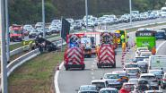 Twee mannen bijna een uur gekneld bij ongeval  op R0 in Halle