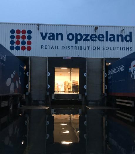 Door noodweer getroffen bedrijf zit niet bij de pakken neer: 'Hier worden zo 100 vrachtwagens geladen'
