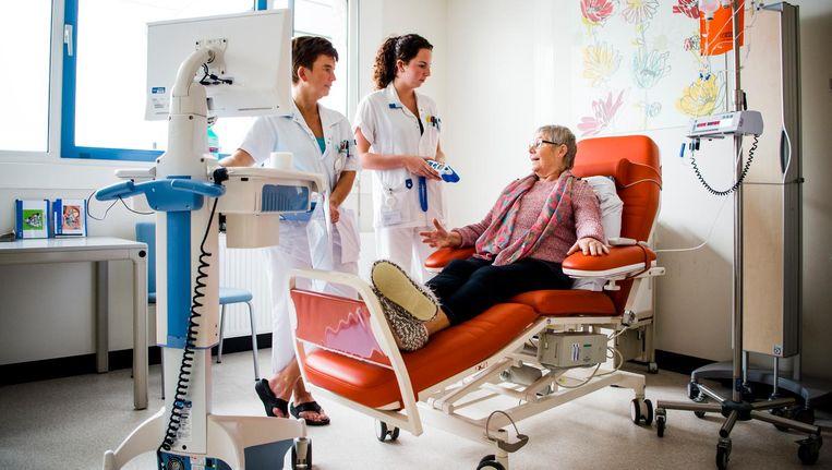 Patienten en verzorgers in het Beatrixziekenhuis in Gorinchem. Beeld ANP