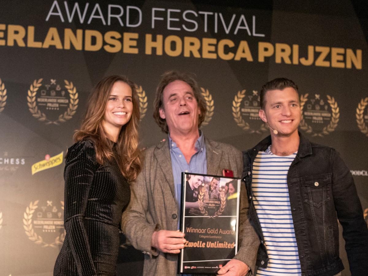 Rob Bults (midden) ontving met zijn Zwolle Unlimited een Gold Award in de categorie Event Horeca.