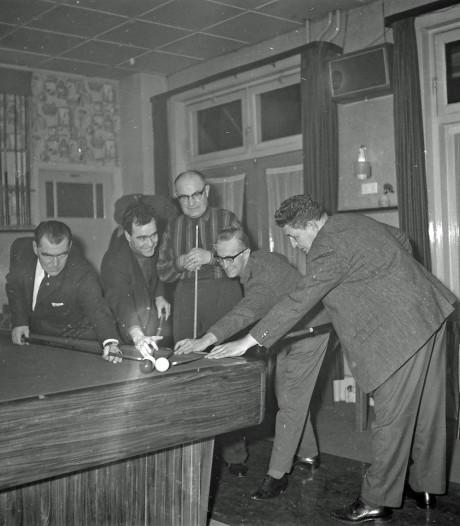 RHC Eindhoven zoekt verhalen achter de foto's: Feestje bij de biljartvereniging, maar waar?