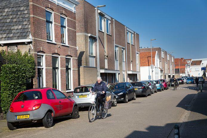 Ook de Nobelstraat in Oud-Beijerland staat regelmatig vol auto's.