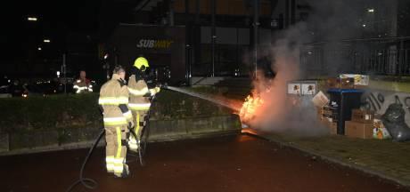 Oud papier in brand bij Winkelcentrum Dukenburg