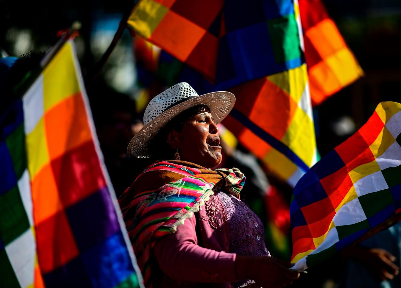 Een aanhanger van ex-president Morales tijdens de demonstratie in Cochabamba, waar diens terugkeer werd geëist.