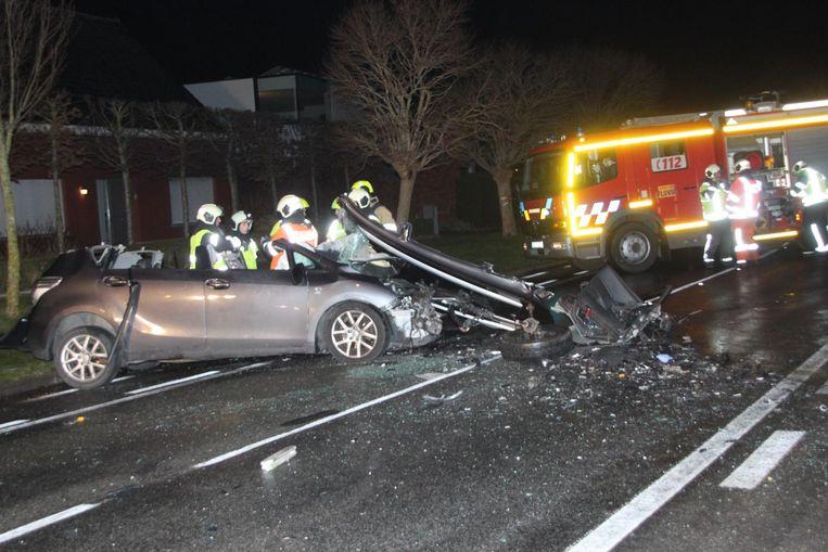 De brandweer moest de bestuurder bevrijden.