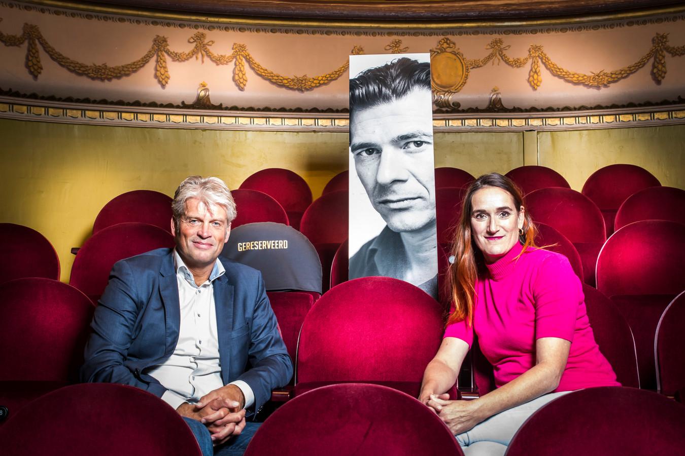 Jan Hoogenberg en Dorine Holman beginnen een nieuwe serie boekenprogramma's  in theater Concordia. De Vlaamse auteur Dimitri Verhulst is zondag de eerste gast.