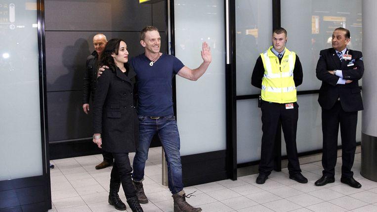 reenpeace-activisten Faiza Oulahsen en Mannes Ubels na aankomst uit het Russische Sint-Petersburg op Schiphol. Beeld anp