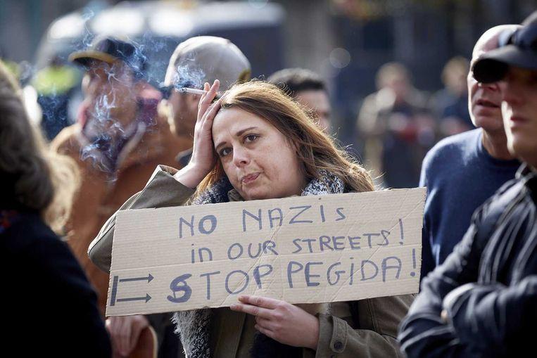 Mensen die hun steun willen betuigen aan vluchtelingen, oproepen tot verdraagzaamheid en zich keren tegen racisme kwamen zondag ook bijeen in Utrecht. Beeld anp