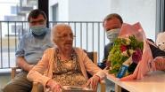 Honderdjarige Maria in de bloemetjes gezet