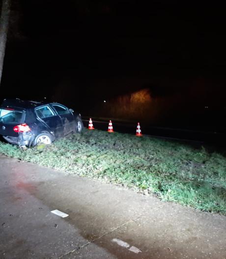 Tegemoetkomende automobilist reed door na ongeluk in Geesteren, politie zoekt getuigen