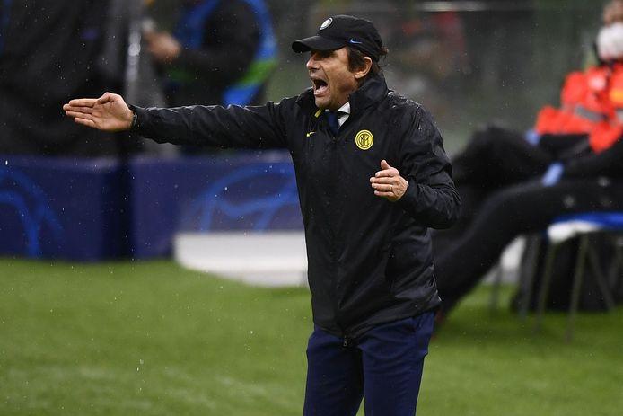Antonio Conte gisteravond wanhopig coachend in de voor Inter dramatische draw tegen Shakthar (0-0).