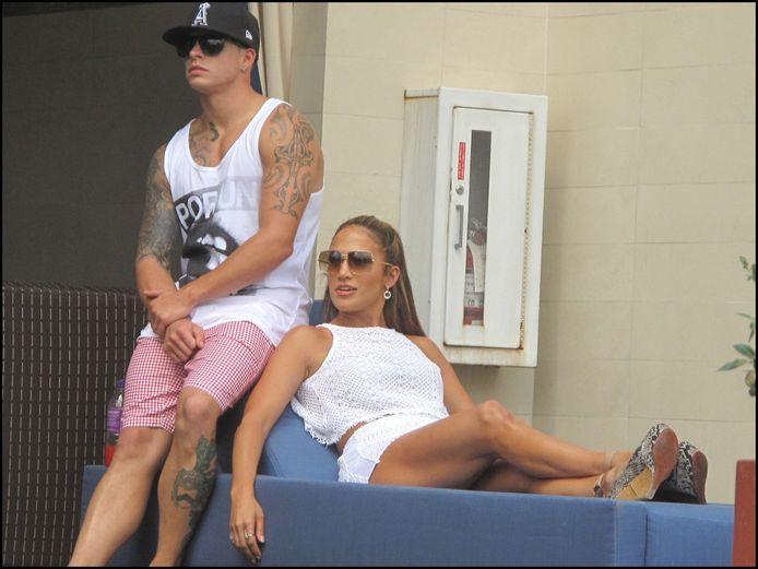 Jennifer Lopez, naast haar toyboy Casper, fungeerde als gastvrouw.