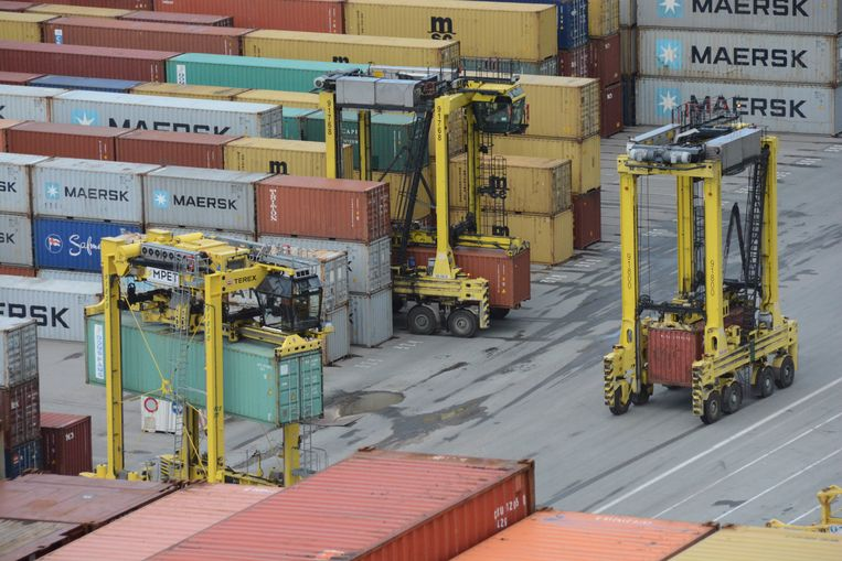 In de haven is men tijdens de coronacrisis steeds blijven doorwerken.