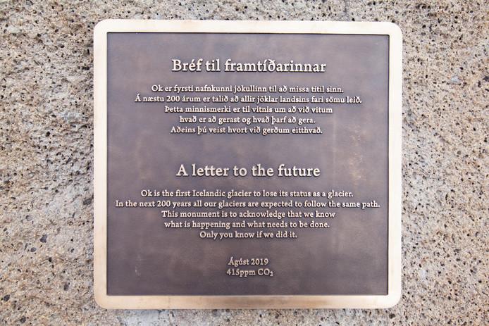 Premier monument à la mémoire du glacier Ok, première victime du réchauffement en Islande.