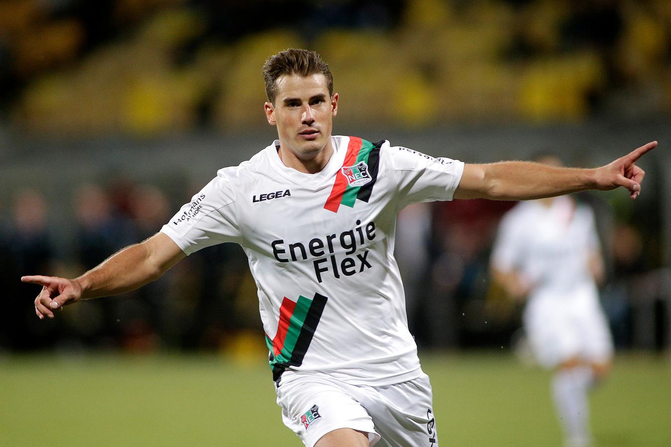 NEC'er Sven Braken juicht na zijn doelpunt tegen Roda JC.