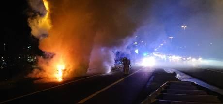 File door autobrand op afrit A12 bij Veenendaal