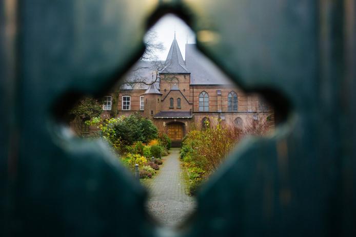 Het rommelde in het bestuur van stichting Jongerenklooster, gevestigd in een vleugel van het klooster Nieuw Sion in Diepenveen. Mede-initiatiefnemers Ben en Ineke Lamoree zijn na een conflict opgestapt.