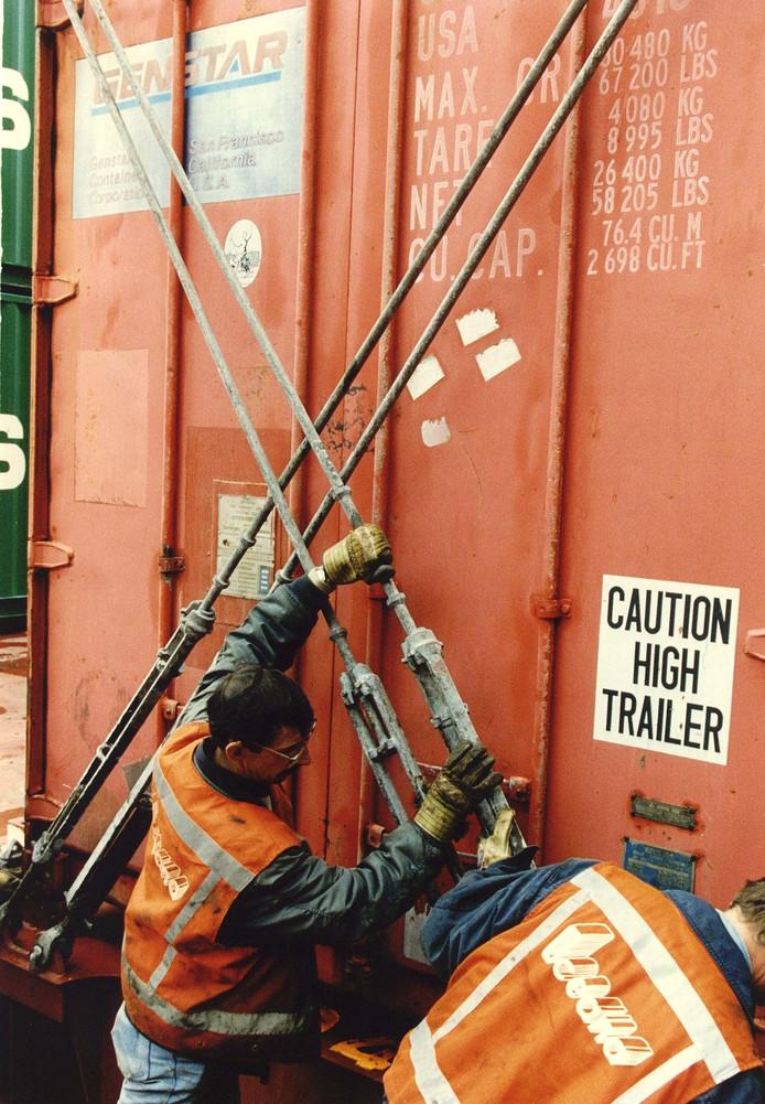 Acrhiefbeeld. Sjorders aan het werk in de haven van Rotterdam.