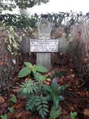 Kiske Verhoeven werd in 1914 als eerste Biestenaar op het kerkhof begraven. Hij ligt er nog steeds, helemaal links achterin.