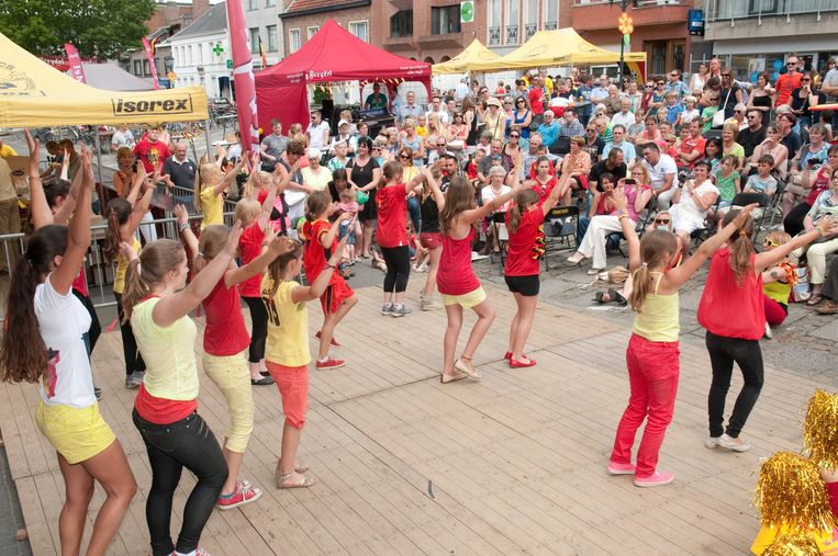 Dansgroep Starz on Stage, intussen een vaste waarde op de vierdaagse kermis in Gavere.