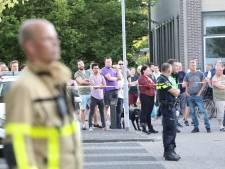 Grote brand op bedrijventerrein in Apeldoorn onder controle: rookgeur kan nog even blijven hangen