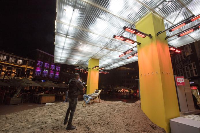De installatie Thank you for the sun op de Markt in Eindhoven.