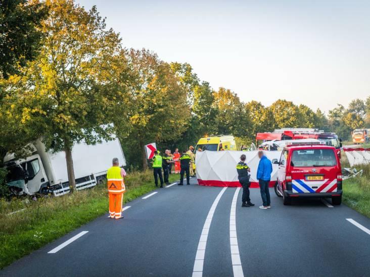 Drie gewonden bij ongeluk met vrachtwagen en bestelbus op N272 in Gemert, weg in beide richtingen dicht