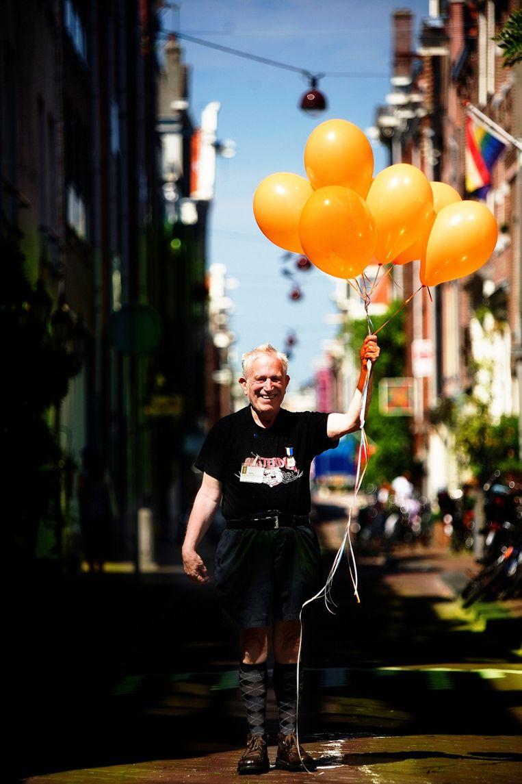 Toenmalig burgemeester Ed van Thijn benoemde Nelis tot burgemeester van de Hazenstraat. Beeld Peter van der Meer