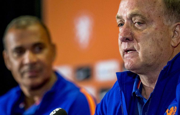 De nieuwe bondscoach Dick Advocaat en zijn assistent Ruud Gullit tijdens een persbijeenkomst in Huis ter Duin. Beeld ANP