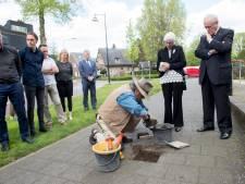 Gunter Demnig eert Wim van Biene met Stolperstein in Beekbergen