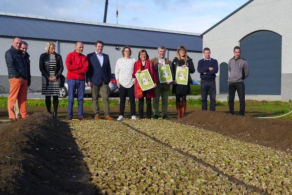 Afgevaardigden van de provincie en enkele deelnemende gemeenten bij de lancering van de campagne 'Witte Goud'.