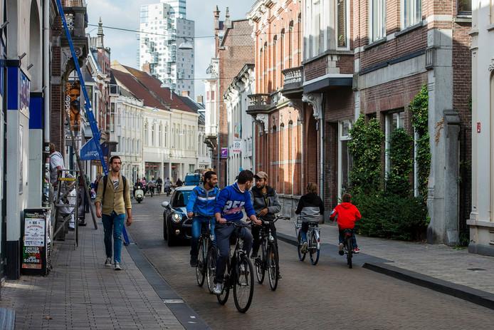 Verkeer in de Nieuwlandstraat. Foto Joris Buijs/BeeldWerkt