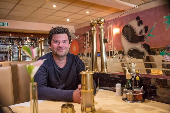 Mark van Wonderen heeft alle Chinees Indische restaurants in Nederland gefotografeerd