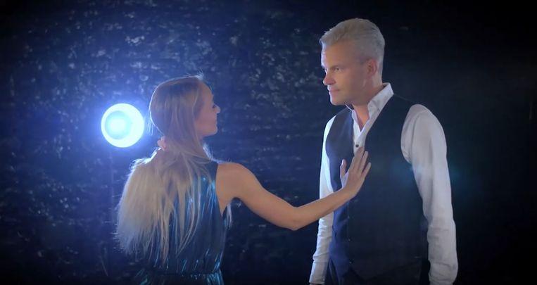 Herbert Verhaeghe (45), de zanger en radio- en TV-presentator (Radio 2 West-Vlaanderen en Ment TV) uit Kuurne, heeft zijn nieuwe single 'Dans met mij' uitgebracht.