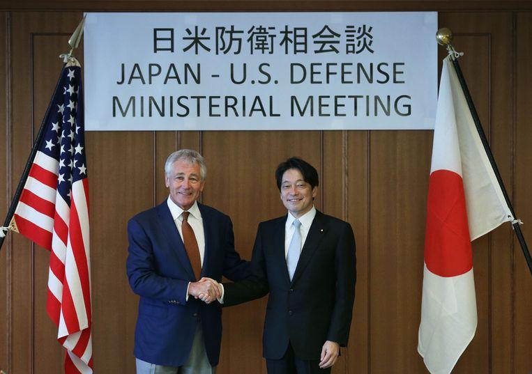 De Amerikaanse minister van Defensie Chuck Hagel (links) en zijn Japanse collega Itsunori Onodera Beeld ap