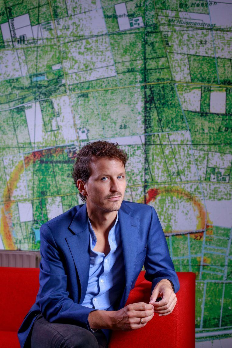 Socioloog Mark van Ostaijen: 'Steeds minder sociologen kunnen zich de luxe veroorloven om zich in het publiek debat te mengen. Ik ben zo gek om dat wel te doen.' Beeld Dolph Cantrijn