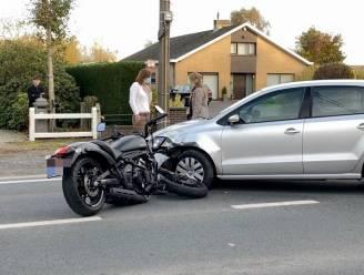 Motard gewond na botsing met wagen op Torhoutsesteenweg