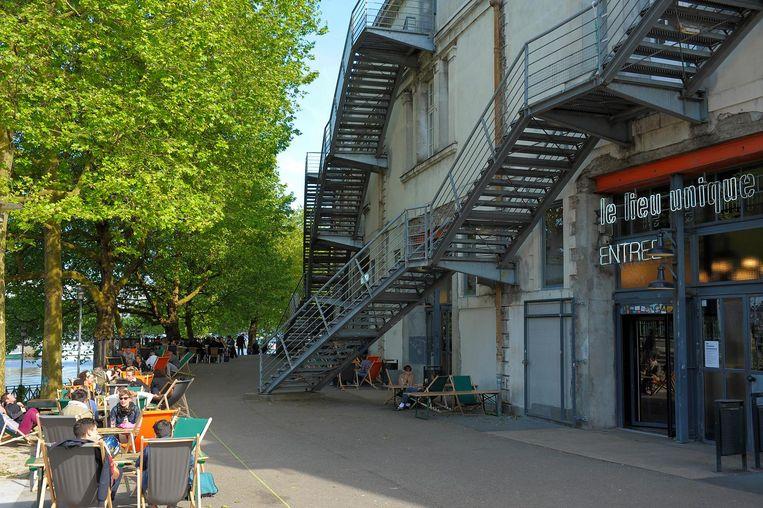 Strandstoelen langs het Canal Saint-Félix. Beeld Patrick Gerard