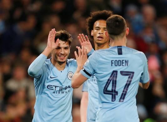 Brahim Díaz viert zijn treffer met Phil Foden, het andere toptalent bij Manchester City.